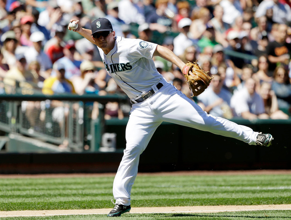 . Seattle Mariners third baseman Kyle Seager throws to first on a bunt from Minnesota Twins\' Brian Dozier in the third inning.  Dozier was out on the play. (AP Photo/Elaine Thompson)