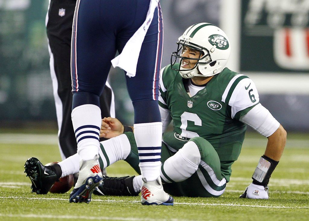 ". <p><b>NEW YORK JETS</b> <p><i>�NOUN OF THE CENTURY�</i> <p>We saw Rex�s loudmouth act crumble <p>Not surprising, with a roster so humble <p>T�was a farce to remember <p>For that night in November <p>When they gave us that new word: Buttfumble <p><b><a href=\'http://www.nypost.com/p/blogs/backpage/tired_eight_ruled_months_fumble_Ls8QdTtwefFNI074bDTdJN#axzz2dbcMIMru\' target=""_blank\""> HUH?</a></b> <p>   (Rich Schultz /Getty Images)"