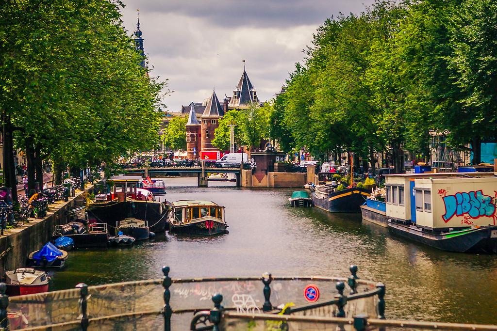 荷兰阿姆斯特丹,众河穿城过