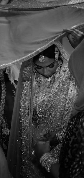 Miah under saris III B&W.jpg
