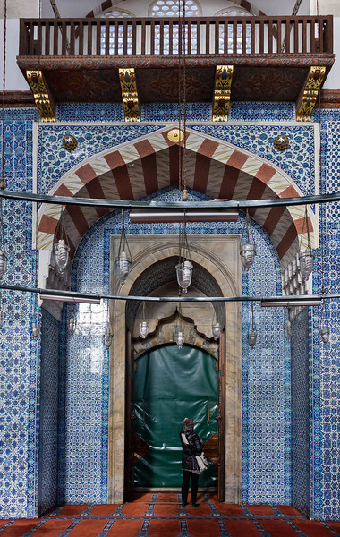 Istanbul, Rüstem Pascha: Eingangsportal mit Balkon gegenüber Gebetsnische