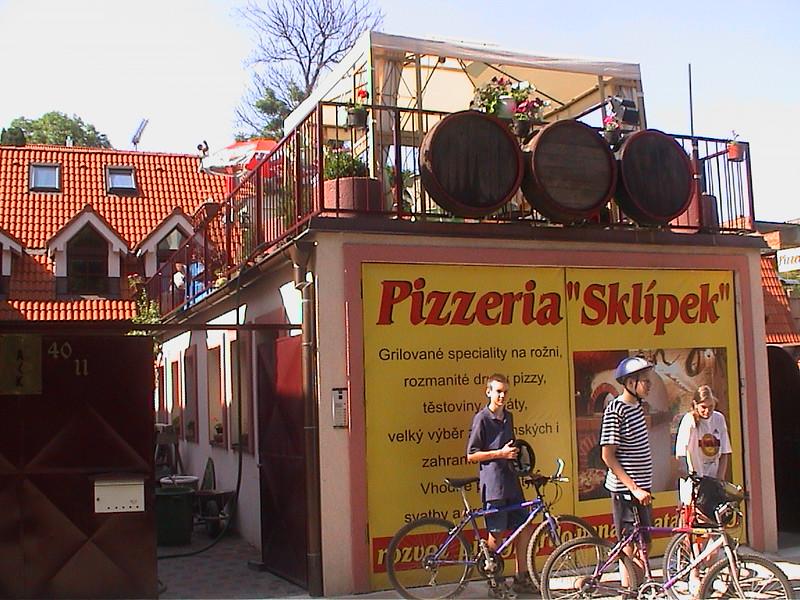 Restaurant Pizzeria Sklípek 3.8km