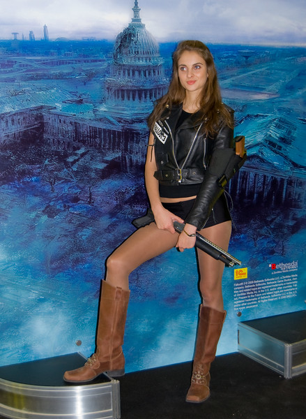 Fallout 3 girl on Igromir 2008