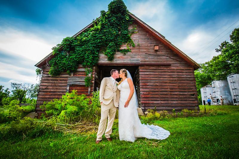 Stewart Photography_Color_Barn_Wedding_Mcintosh_HiRes_2018.jpg
