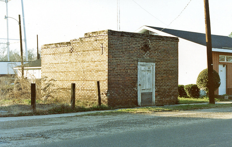 Thomaston Icehouse (no longer standing). Located on Main Street.