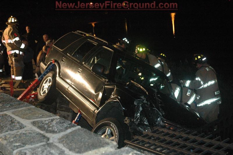 11-25-2008(Camden County)MT. EPHRAIM Valley Rd.-M.V.A Rescue