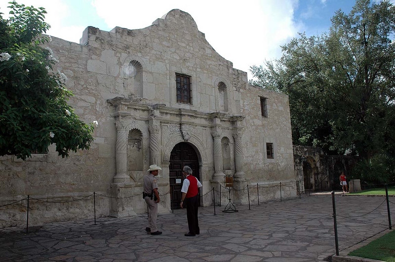 The Alamo. It's Sunday morning and we're milling about, waiting for our official start (resume) time to come. We'll get our instructions at our designated time (and not a minute sooner) and we'll be on our way. Plenty of time to snap a few photos.