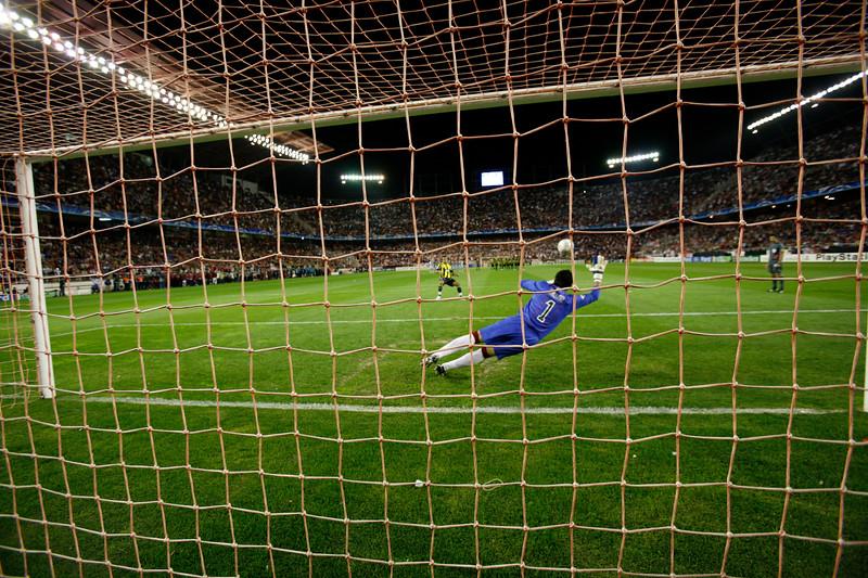 Gökçek Vederson (Fenerbahçe) scores from the penalty spot. UEFA Champions League first knockout round game (second leg) between Sevilla FC (Seville, Spain) and Fenerbahce (Istambul, Turkey), Sanchez Pizjuan stadium, Seville, Spain, 04 March 2008.