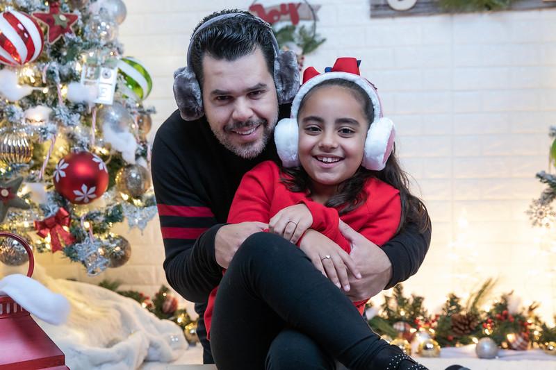 12.18.19 - Vick's Christmas Photo Session 2019 - -20.jpg