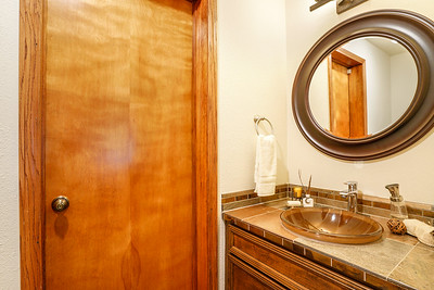 9227 60th Ave Ct E, Puyallup Bathrooms