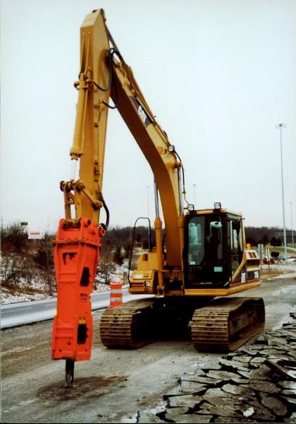 NPK E208 hydraulic hammer on Cat excavator - road construction at 83 & I-71 in Strongsville 12-15-00 (4).JPG
