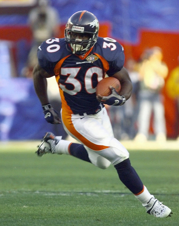 . Denver Broncos running back Terrell Davis runs for a short gain in the first quarter of Super Bowl XXXII at San Diego\'s Qualcomm Stadium Sunday, Jan. 25, 1998. The Broncos defeated the Packers 31-24 anbd Davis was the game\'s Most Valuable Player. (AP Photo/Ed Reinke)
