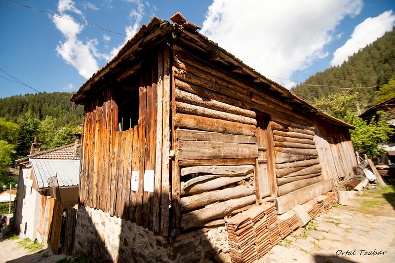 בתי עץ בכפר גלה.jpg