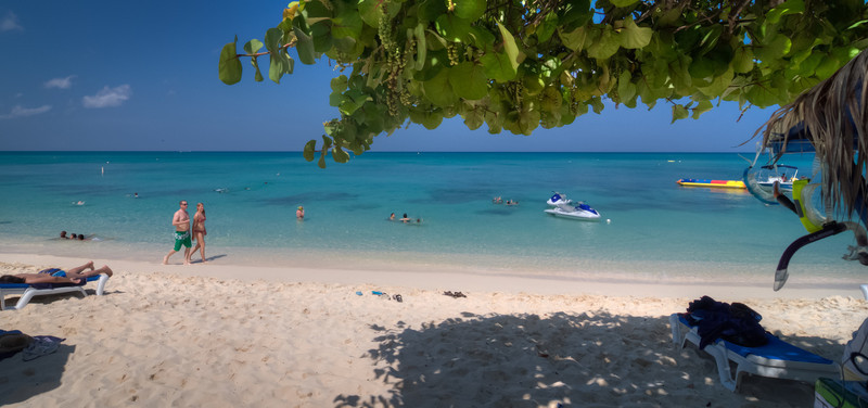 Saxaphone player-Manly Beach-Sydney Australia--8.jpg