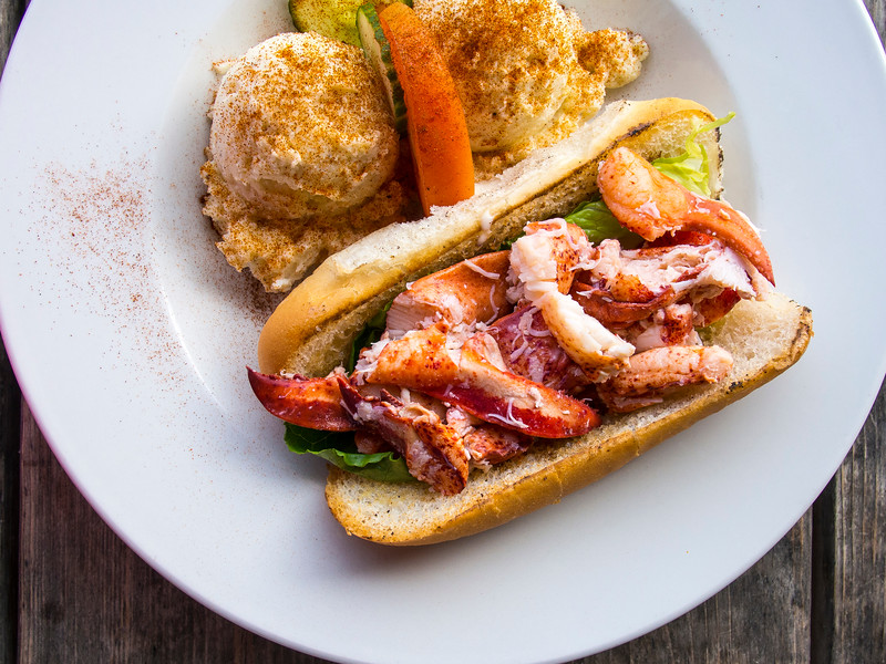 prince edward island lobster roll lobster barn hor.jpg