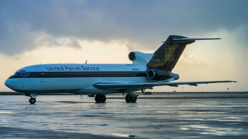 N905UP. Boeing 727-51(QF). UPS. Keflavik. 061202.