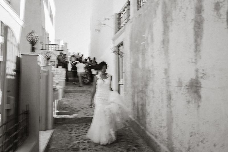 Tu-Nguyen-Destination-Wedding-Photographer-Santorini-Rocabella-Hotel-Euna-Ehsan-231.jpg