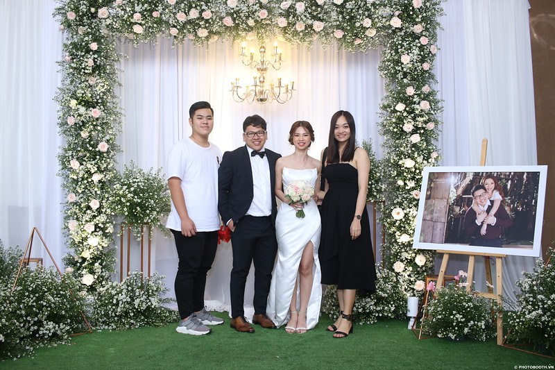 Vy-Cuong-wedding-instant-print-photo-booth-in-Bien-Hoa-Chup-hinh-lay-lien-Tiec-cuoi-tai-Bien-Hoa-WefieBox-Photobooth-Vietnam-112.jpg