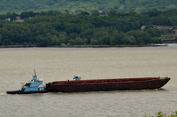Sarah Ann  5/26/13 12:25 hd hrs Newburgh New York Looks like a tug on the hip Capt confirms its not  the Cheyenne so must be the Crow
