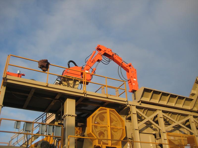 NPK B040 pedestal boom system with GH4 hydraulic hammer-breaking bridged rock in quarry (3).jpg