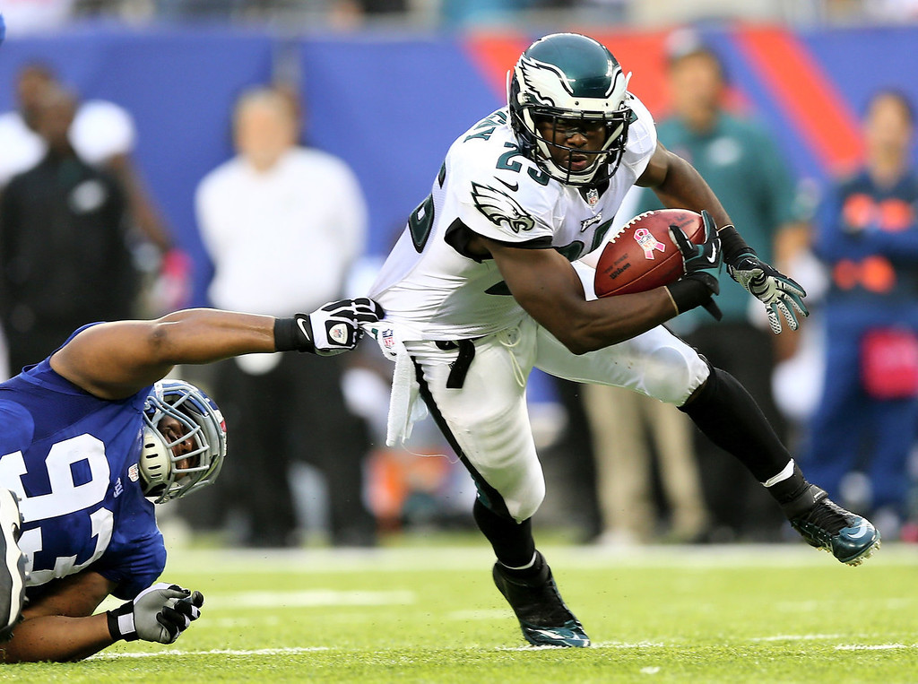 . LeSean McCoy #25 of the Philadelphia Eagles tries to get a few yards as Mike Patterson #93 of the New York Giants defends at MetLife Stadium on October 6, 2013 in East Rutherford, New Jersey.  (Photo by Elsa/Getty Images)