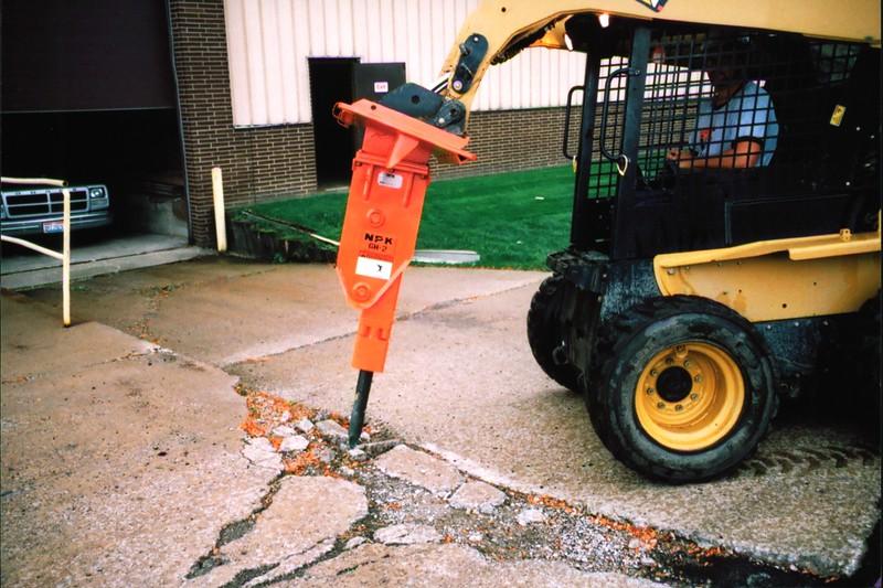 NPK GH2 hydraulic hammer on Cat skidsteer at NPKCE (2).JPG