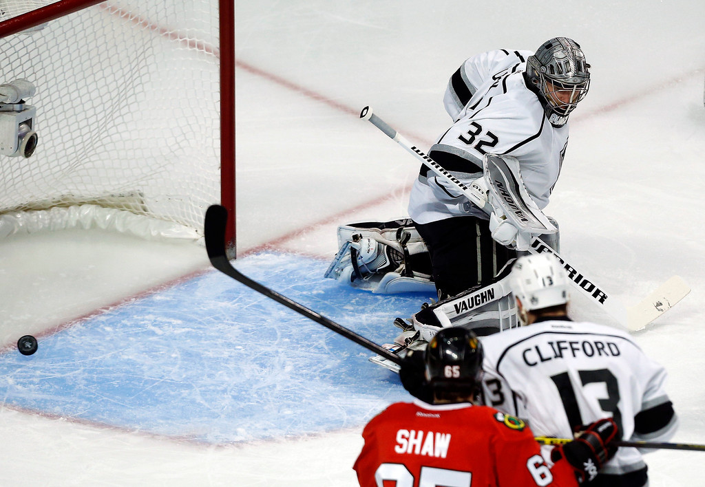 . Los Angeles Kings goalie Jonathan Quick (32) gives up a goal as he misses the puck shot by Chicago Blackhawks defenseman Johnny Oduya during the first period in Game 5 of the Western Conference finals in the NHL hockey Stanley Cup playoffs Wednesday, May 28, 2014, in Chicago. (AP Photo/Andrew A. Nelles)