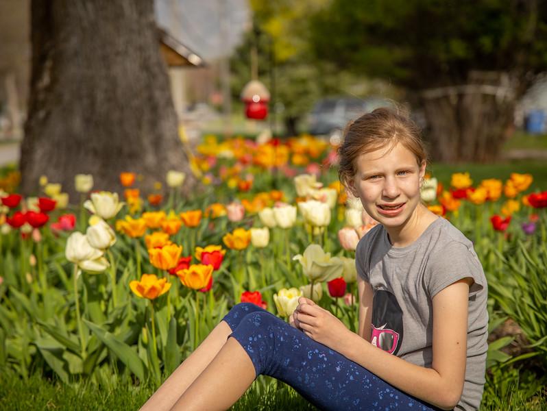 20200429_tessa_luke_tulips_017.jpg