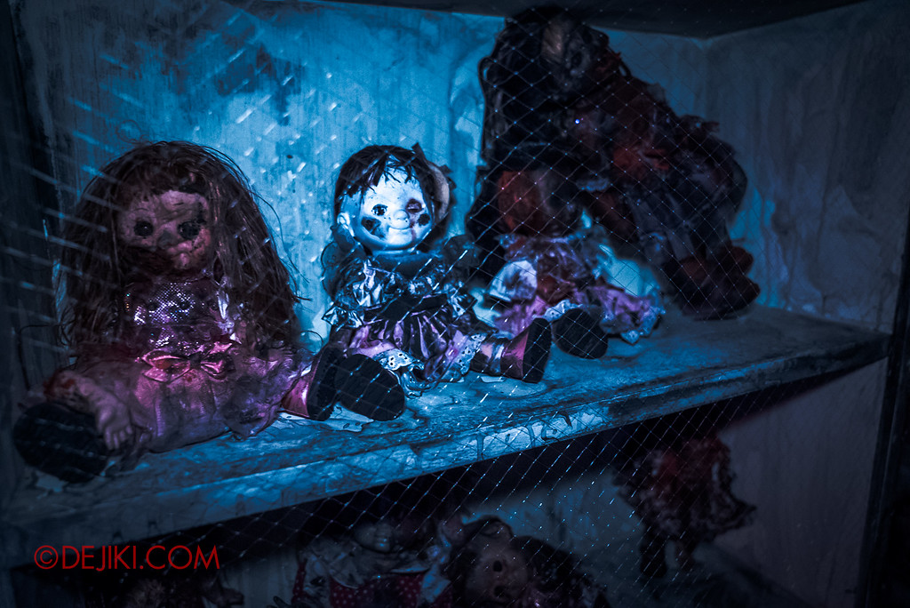 Halloween Horror Nights 6 - Bodies of Work / Shelves of Dolls