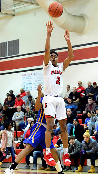 Caleb Rogers scores 30 to lead Elyria over Clearview