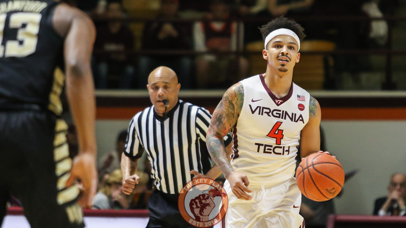 Seth Allen dribbles the ball up court in the first half. (Mark Umansky/TheKeyPlay.com)