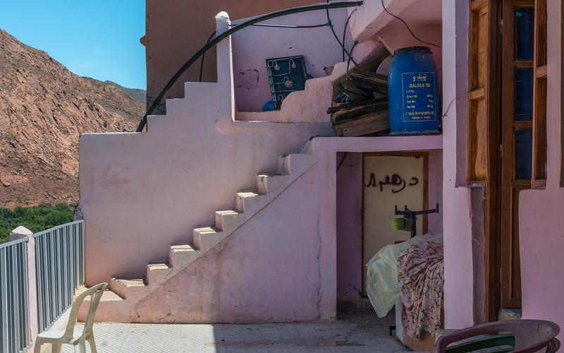 U1686 Morocco Ouirgane Cafe 2.jpg