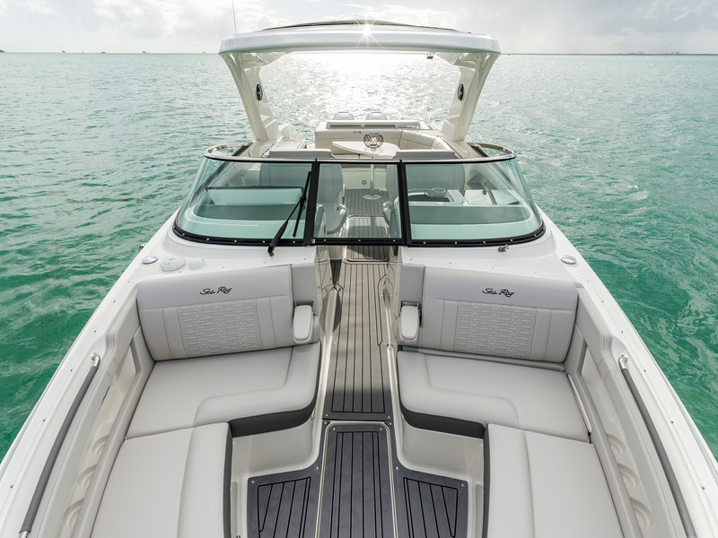2020-SLX-R-310-outboard-bow-looking-aft-02.jpg