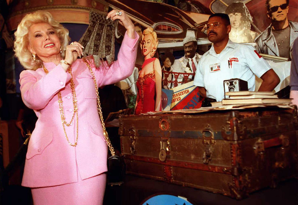 . Actress Zsa Zsa Gabor,(L), holds up a beaded purse removed from a 30-year-old trunk containing possession\'s from actress Marilyn Monroe 11 April at Planet Hollywood in Beverly Hills, California.     (KIM KULISH/AFP/Getty Images)