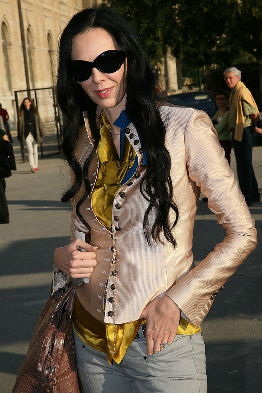 . L\'Wren Scott arrive to attend the Lanvin fashion show during the Sping/ Summer 08 fashion week on October 7, 2007 in Paris, France. (Photo by Julien Hekimian /Getty Images)