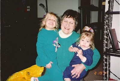 Feb. 19, 1994. At 1 St. Francis Pl., #5108 - Vicki Skinner's. Marge Meyermann, Kristi & Shawna Skinner.jpg