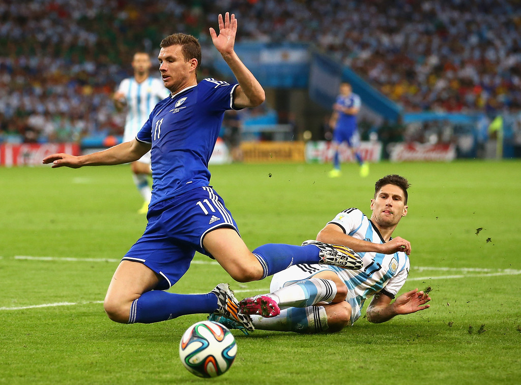 . Edin Dzeko of Bosnia and Herzegovina and Federico Fernandez of Argentina battle for the ball during the 2014 FIFA World Cup Brazil Group F match between Argentina and Bosnia-Herzegovina at Maracana on June 15, 2014 in Rio de Janeiro, Brazil.  (Photo by Julian Finney/Getty Images)
