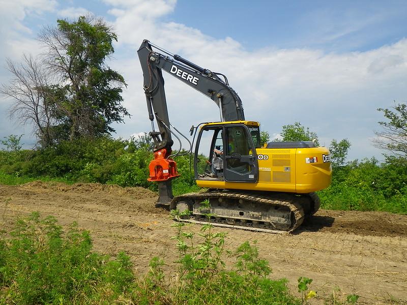 NPK C6C compactor with foot extension on Deere excavator-backfilling deep trench(2).JPG