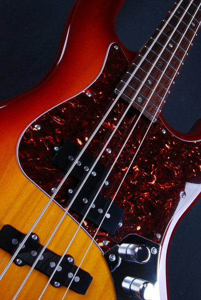 J4 Bass, Trans Cherry Tobacco Burst