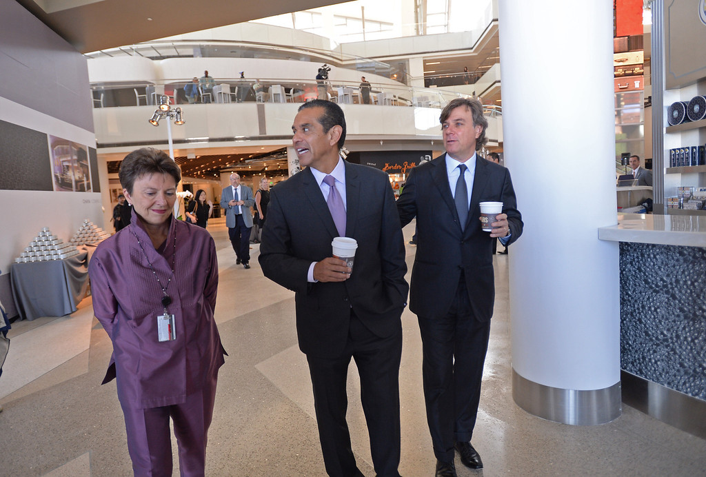 . Mayor Antonio Villaraigosa, LAWA director Gina Marie Lindsay and Peter Lowy, Co-CEO Westfield Group tour the new TBIT.  Media preview of the new Tom Bradley International Terminal at LAX.  Photo by Brad Graverson 6-20-13