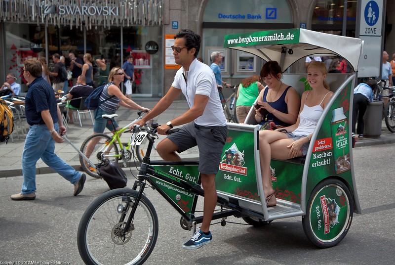 Munich. The rickshaw on Marienplatz