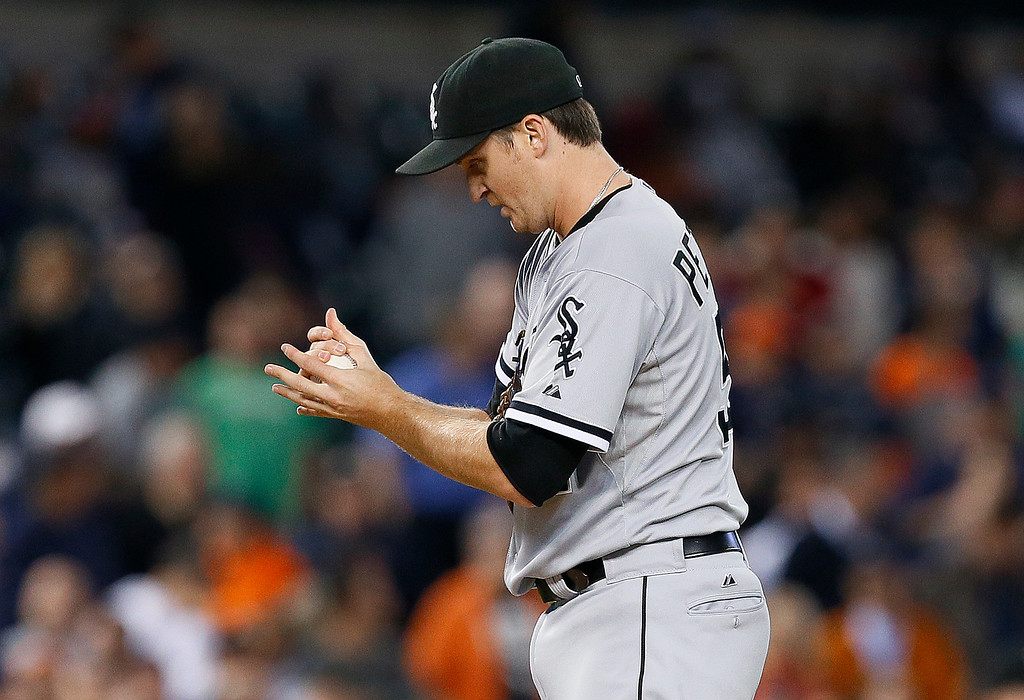 . Chicago White Sox relief pitcher Jake Petricka rubs down a ball after walking Detroit Tigers\' Torii Hunter in the ninth inning of a baseball game in Detroit Tuesday, Sept. 23, 2014. Detroit won 4-3. (AP Photo/Paul Sancya)