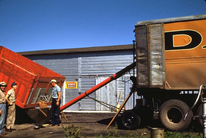 ARS047.  Dakota grain truck - 1946‡.jpg