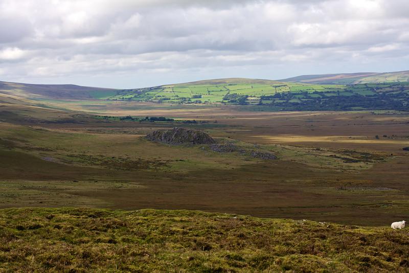 View west from Foeldrygarn towards Carn Alw