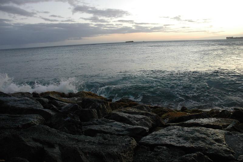 Hawaii - Ala Moana Beach Sunset-116.JPG