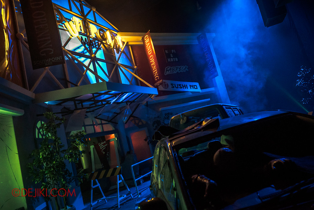 Halloween Horror Nights 7 - DEATH Mall haunted house - carpark mall facade entrance side