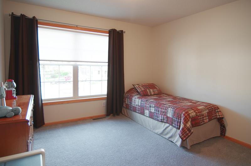 bedroom 2.jpg