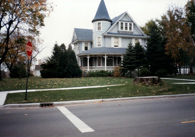 1985_Fall_New_Home_in_Longwood_0003_a.jpg