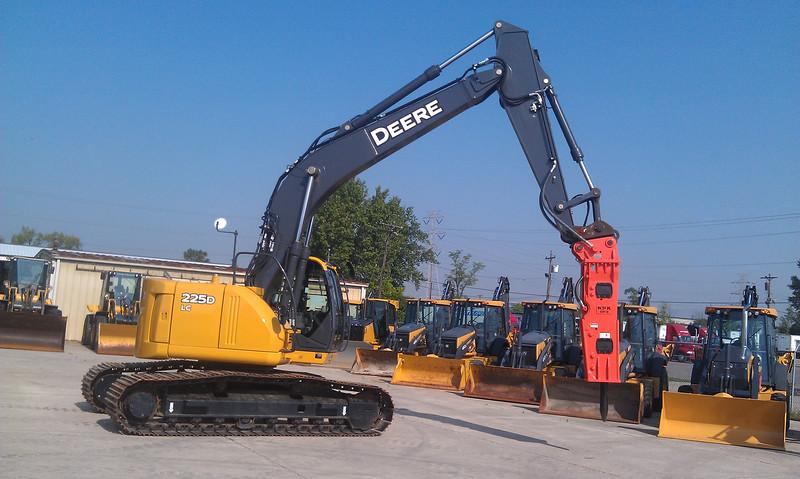 NPK GH9 hydraulic hammer on 225D Deere excavator (1).jpg