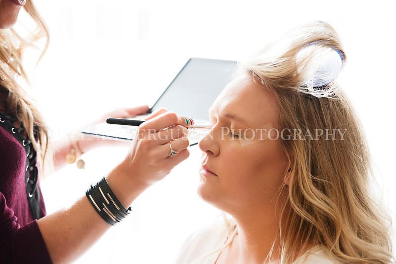 Hillary_Ferguson_Photography_Melinda+Derek_Getting_Ready095.jpg